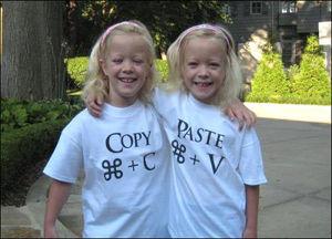 تی شرت مخصوص دوقلوها(عکس)